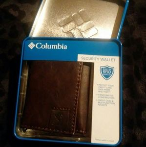 NWT Columbia trifold wallet